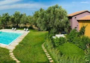 Ontdek het prachtige Griekenland,  kleurrijke villa bij Lefkas-stad.