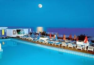 Luilekkeren op Ibiza! 1 week in een klifhotel met spa en zwembad, incl. vluchten