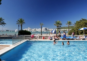 8d. genieten van de nazomerzon op Ibiza? Ontdek snel deze promo!