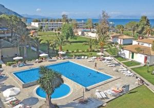 Kindvriendelijk all in hotel in groene omgeving op Corfu, pal aan het strand