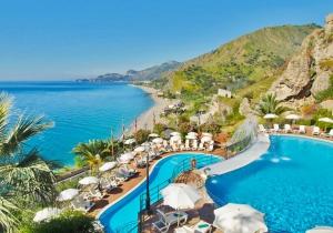 Verblijf 4d. in knap 4* hotel aan de prachtige baai van Taormina
