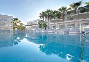 Topkans! Volledig gerenoveerd adults only 4* hotel op Ibiza