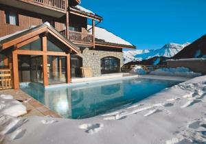 Prima studio met verwarmd buitenzwembad. Op 50m van de skilift!