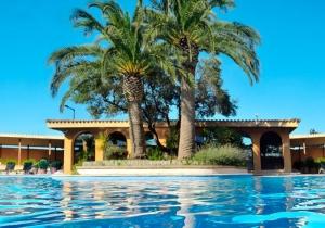 Stijlvol hotel aan de Catalaanse kust. Gastronomisch genieten!