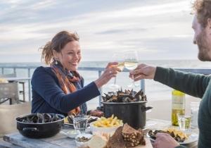 Laat je culinair verrassen door Zeeland! Geniet in een van de strandpaviljoenen en proef de zilte zaligheden recht uit de zee