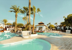 Trek naar de winterzon op Lanzarote in dit knappe 4* adults only hotel