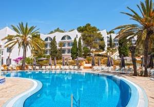 Crazy deal! Volledig gerenoveerd all-in 4* hotel op Ibiza