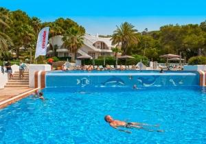 Vertrek op 04/05 naar een 4* hotel met uitgebreide all inclusive op Ibiza