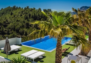Wegdromen in Spanje? Met deze 4* villa in Alicante kan het!