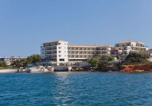 Prachtig gelegen 4* hotel aan de Atheense Rivièra. Vertrek 26/07