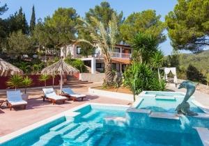 Uniek 4* vakantiehuis op Ibiza. Incl. vluchten & huurwagen