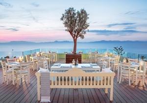 Spotprijs! 5* luxeresort op Rhodos. Prachtig uitzicht op de baai van Ixia!