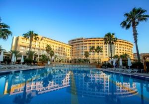 Knap gerenoveerd all-in 5* hotel in Antalya, direct aan het strand. Vertrek 14/12