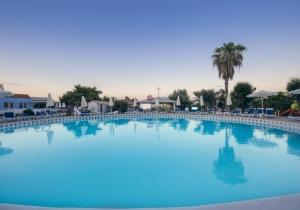 Trendy 4,5* hotel op Corfu direct aan het strand. All-in genieten!