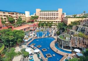Dit 4* hotel in Tenerife heeft 6 zwembaden & voldoende faciliteiten voor jong en oud
